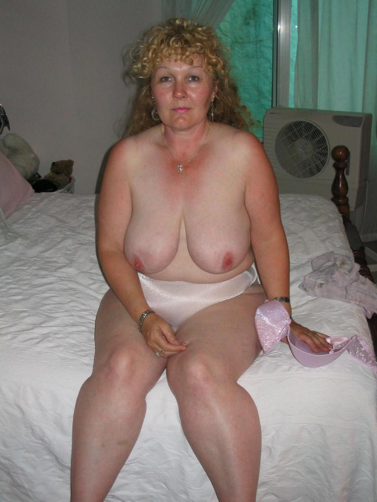 Can Old nude pics of my mom can