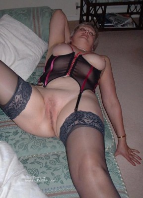 Amateur women in stockings